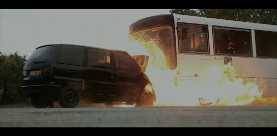 Cascade choc frontal avec un bus